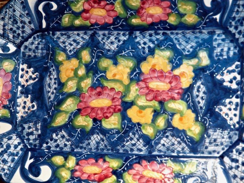 在明亮的颜色的典型的陶器从葡萄牙 库存图片