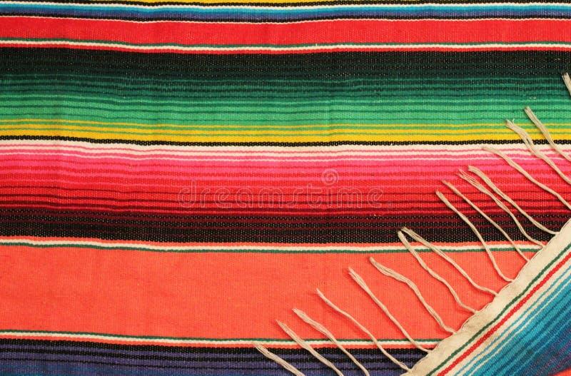 在明亮的颜色的墨西哥节日雨披地毯 免版税图库摄影