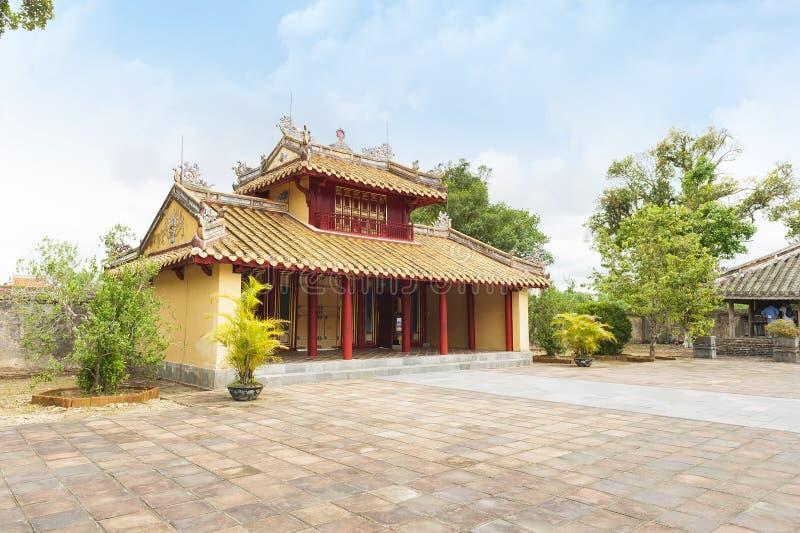 在明命帝坟茔的Hien Duc门-颜色北京皇城, VIet 图库摄影