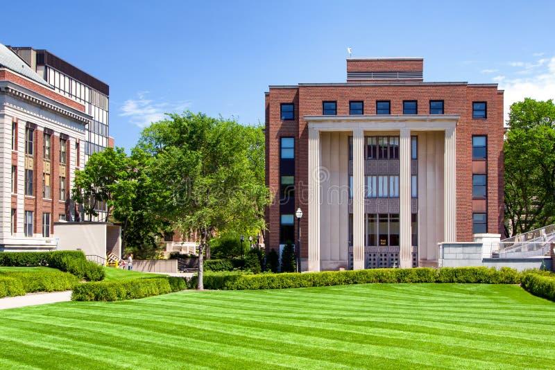 在明尼苏达大学的校园里的历史的福特霍尔 库存照片