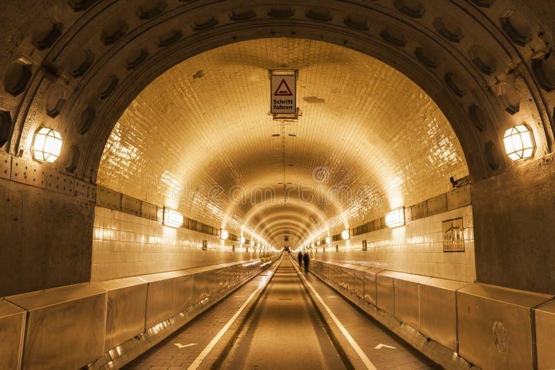 在易北河下的隧道在汉堡 免版税库存照片