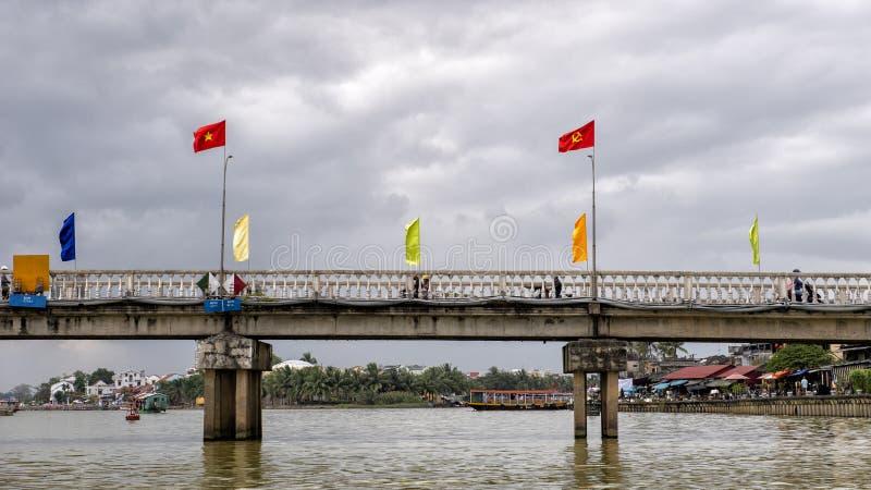 在星期四好的妙语河的桥梁在会安市,越南 库存照片