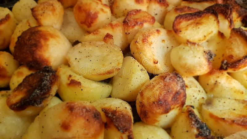 在星期天,烘烤potatos 免版税库存图片
