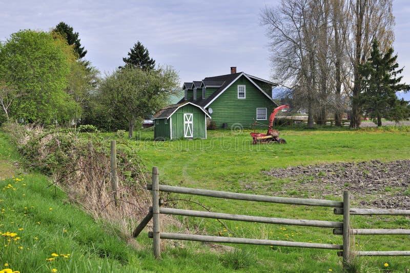 在春天的农舍 库存照片