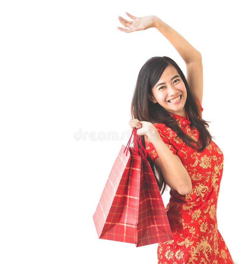 在春节庆祝的愉快的亚洲妇女购物 图库摄影