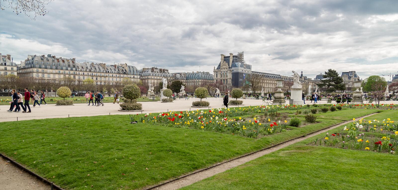 在是多数著名公园之一在巴黎,法国Tuileries的庭院里反弹 免版税库存图片