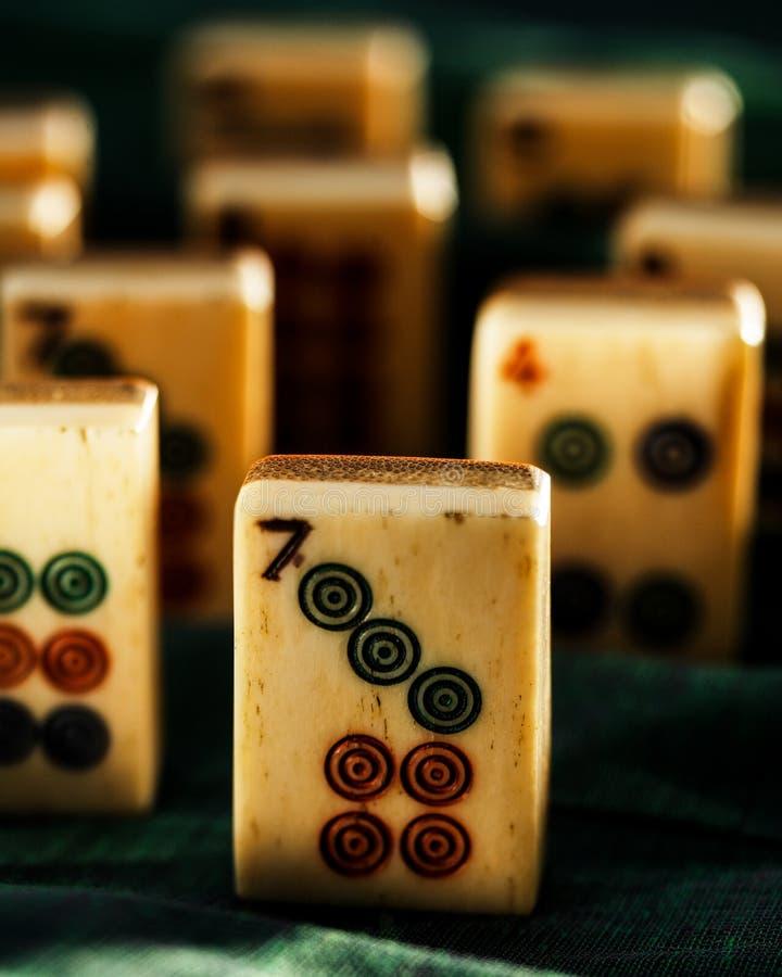 在显示的一个古色古香的Mahjong集合 库存图片