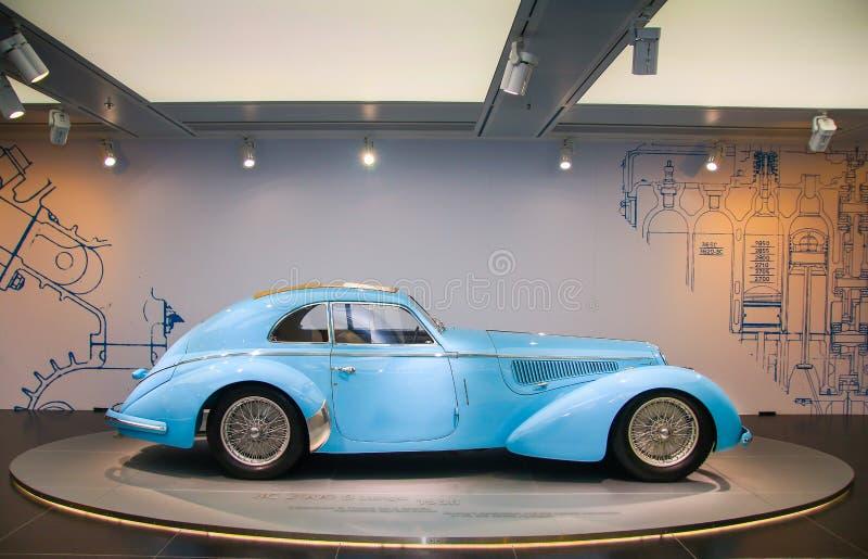 在显示的一个雄伟阿尔法・罗密欧8C 2900B Passo Lungo模型在历史博物馆阿尔法・罗密欧 免版税图库摄影