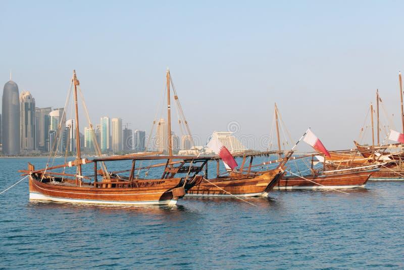 在显示的卡塔尔单桅三角帆船 免版税库存图片