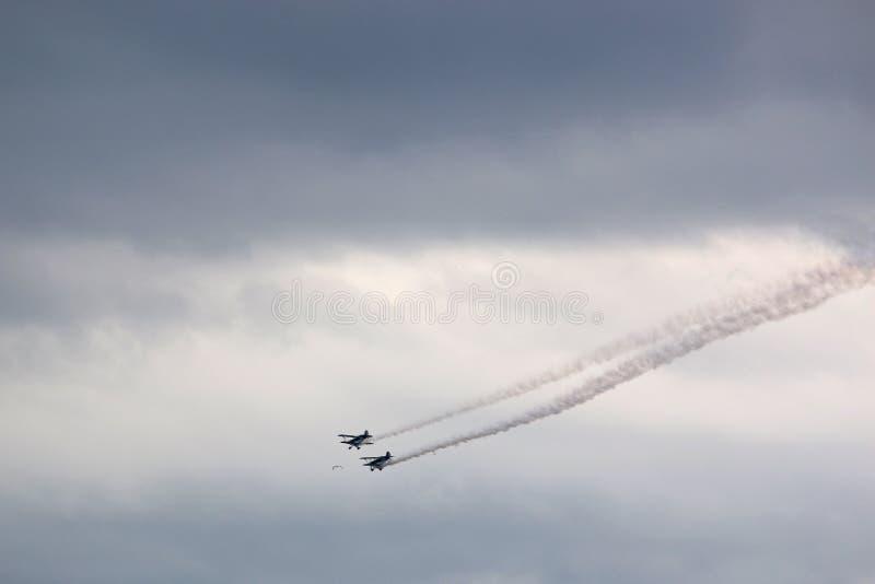 在显示的双翼飞机 库存照片