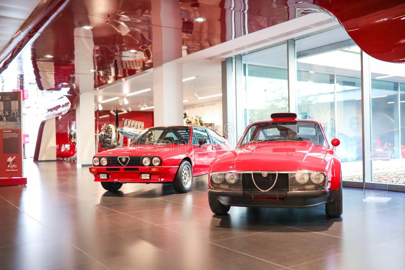在显示的阿雷塞、意大利-阿尔法・罗密欧Sprint 6C和Scarabeo II模型在历史博物馆阿尔法・罗密欧 库存照片