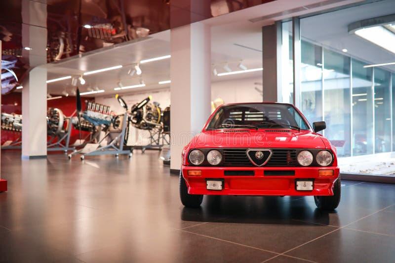 在显示的阿雷塞,意大利-阿尔法・罗密欧Sprint 6C模型在历史博物馆阿尔法・罗密欧 图库摄影