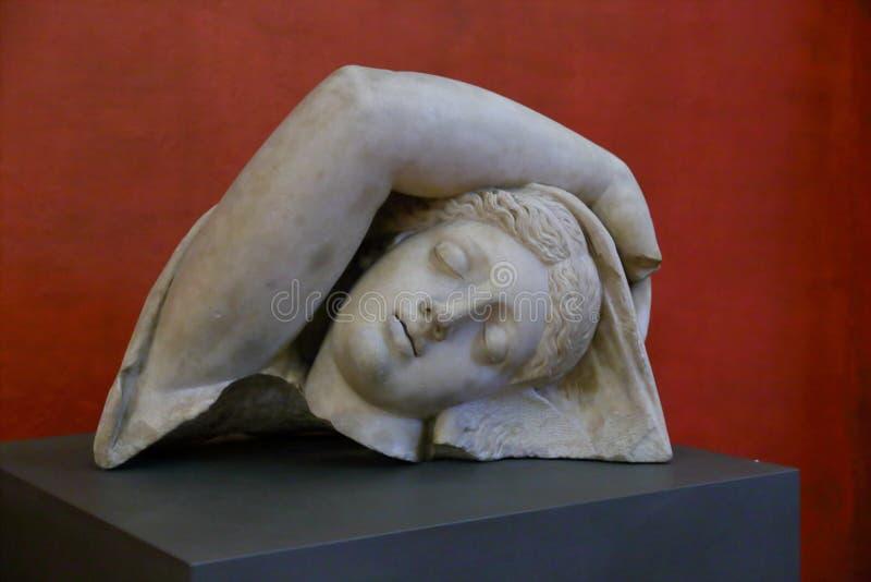 在显示的雕塑在乌菲齐画廊圆顶场所degli乌菲齐, 免版税图库摄影