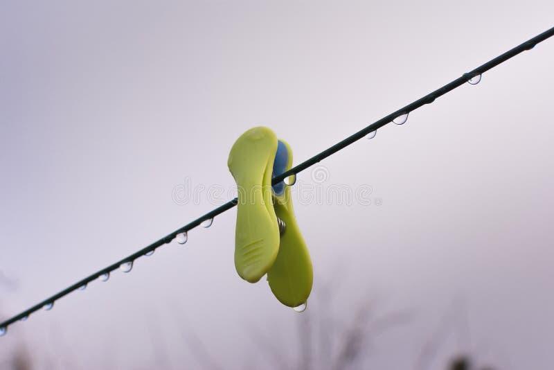 在晒衣绳的冬天 库存照片