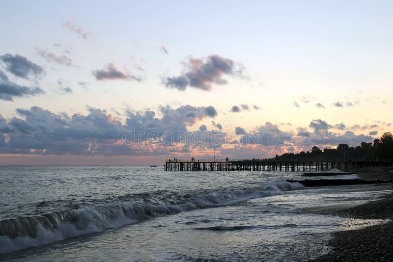 在晚上时间的海景 免版税库存图片
