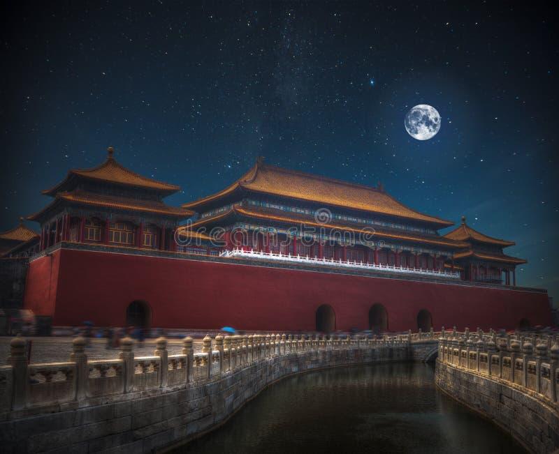 在晚上月亮和星亮光 免版税图库摄影