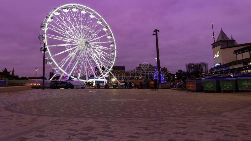 在晚上被照亮的弗累斯大转轮 库存照片