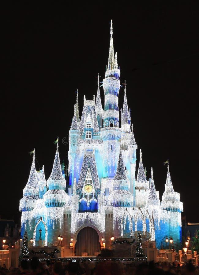 在晚上被照亮的灰姑娘城堡,不可思议的王国,迪斯尼 图库摄影