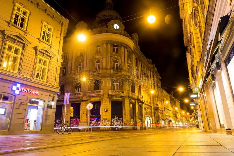 在晚上调整在萨格勒布街道的足迹在萨格勒布,克罗地亚 免版税库存图片