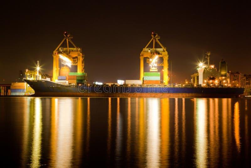 在晚上贸易的行业船 免版税库存图片