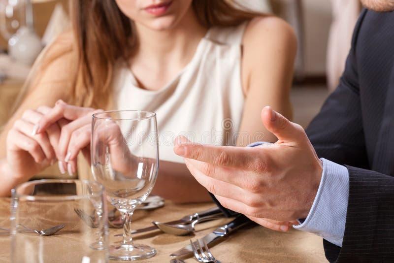 在晚餐的夫妇约会 库存图片
