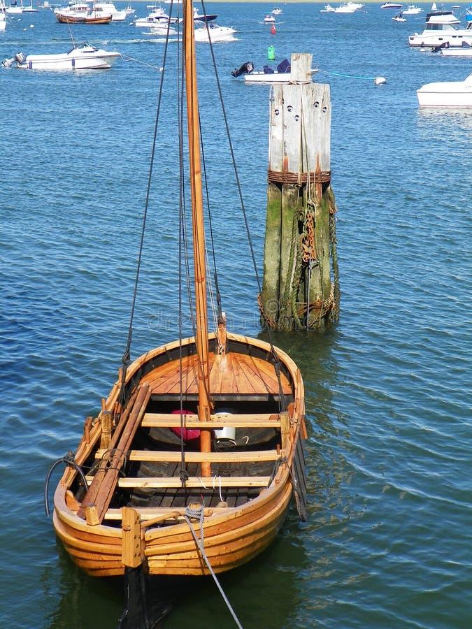 在普利茅斯港口停泊的木灰溜溜马萨诸塞 免版税库存图片
