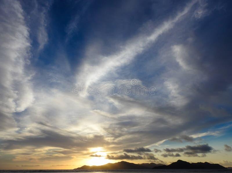 在普拉兰岛海岛的云彩 免版税库存图片