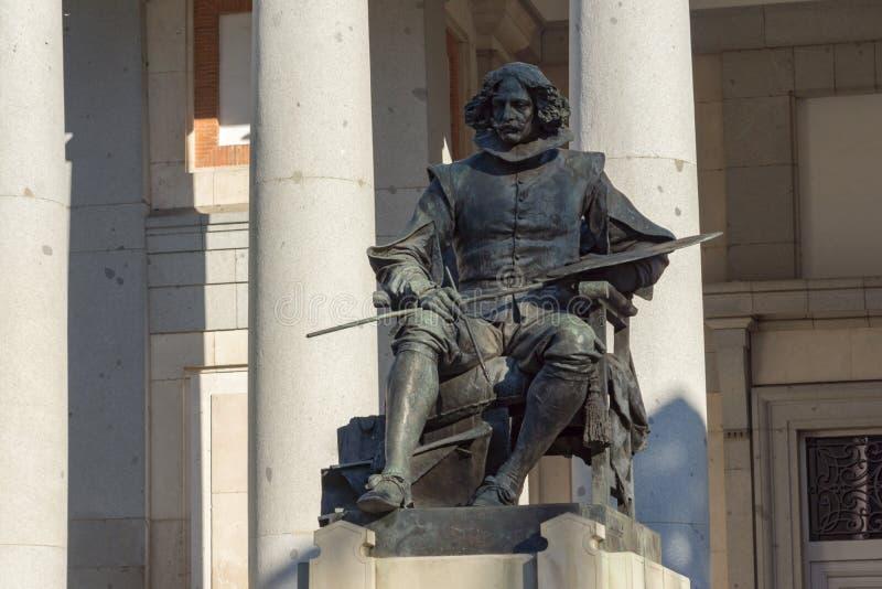 在普拉多的博物馆的前面贝拉斯克斯雕象在市马德里,西班牙 图库摄影