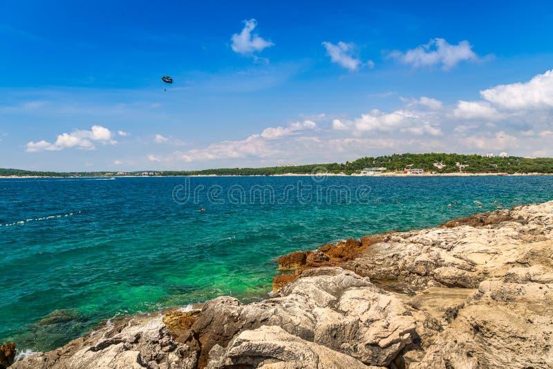 在普拉的狂放的海滩 图库摄影