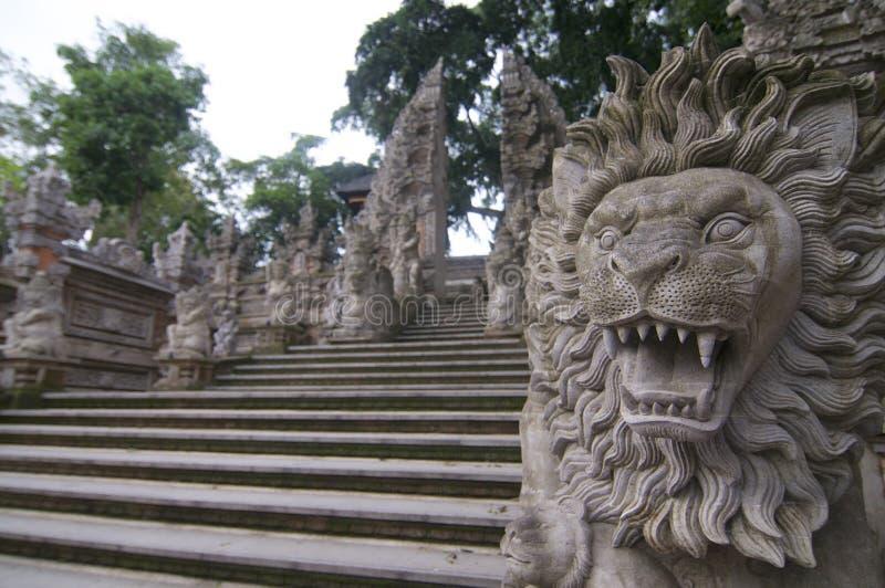 在普拉达郎寺庙的狮子顶头石雕象在Ubud 免版税库存照片