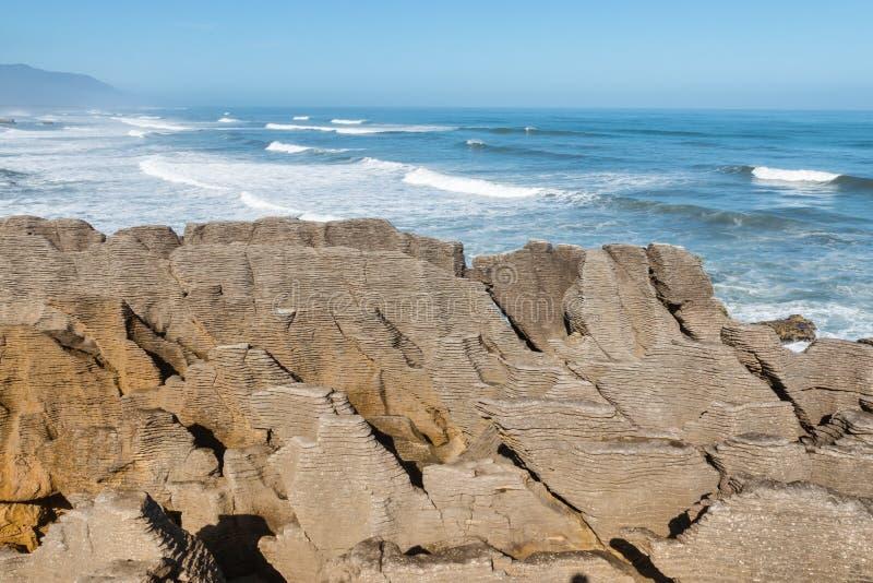 在普纳凯基,西海岸,新西兰的层状沉积岩层 免版税图库摄影