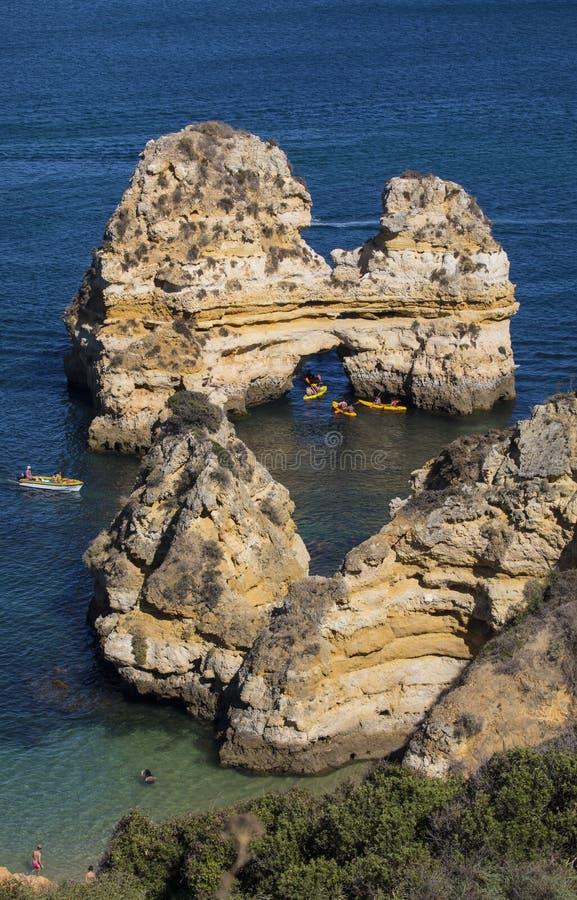 在普腊亚的岩层在葡萄牙做卡米洛 免版税库存照片