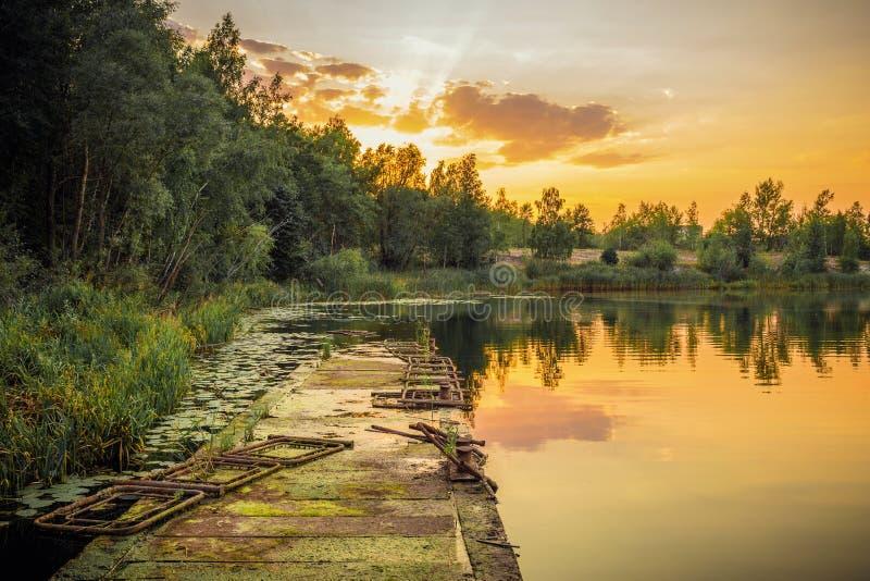 在普里皮亚季河的日落 免版税库存照片