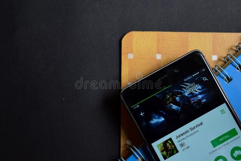在智能手机屏幕上的侏罗纪生存dev app 免版税库存图片