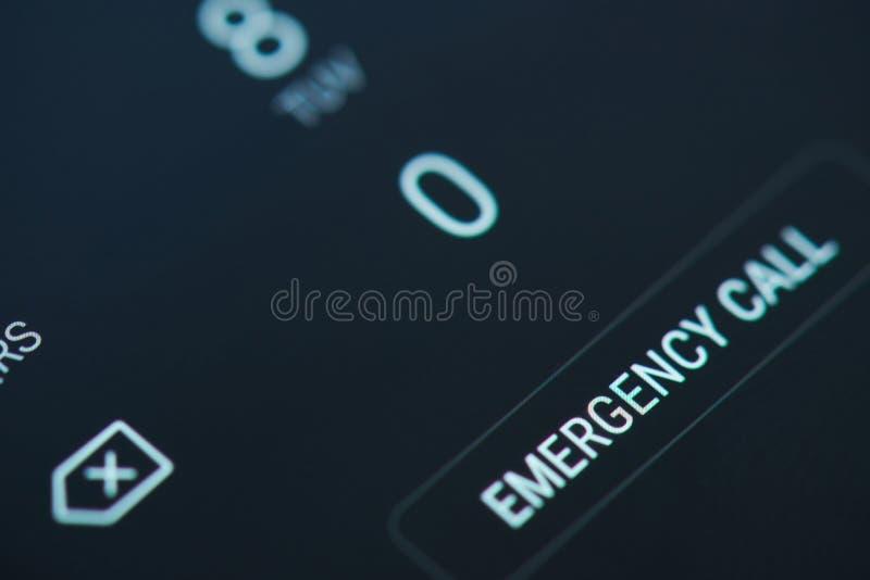 在智能手机屏幕上的紧急呼叫 库存照片