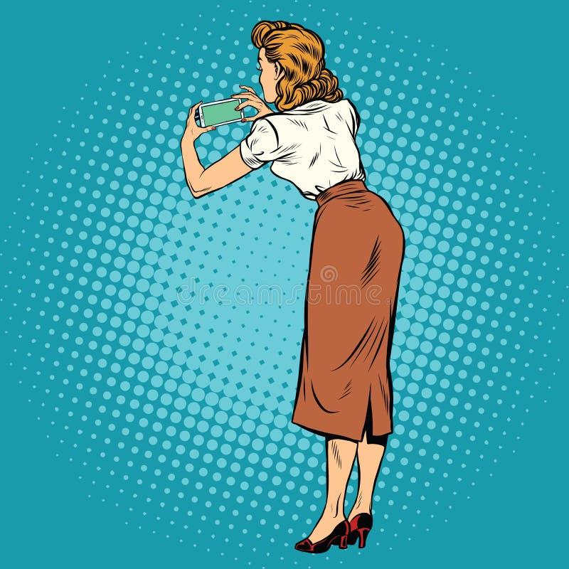 在智能手机拍摄的妇女 库存例证