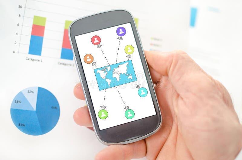 在智能手机的全球性连接概念 库存照片