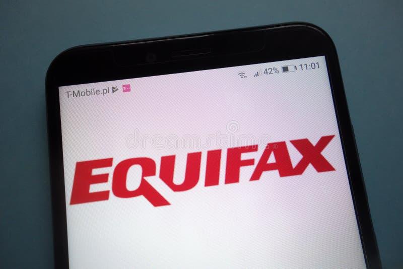 在智能手机的Equifax商标 库存照片