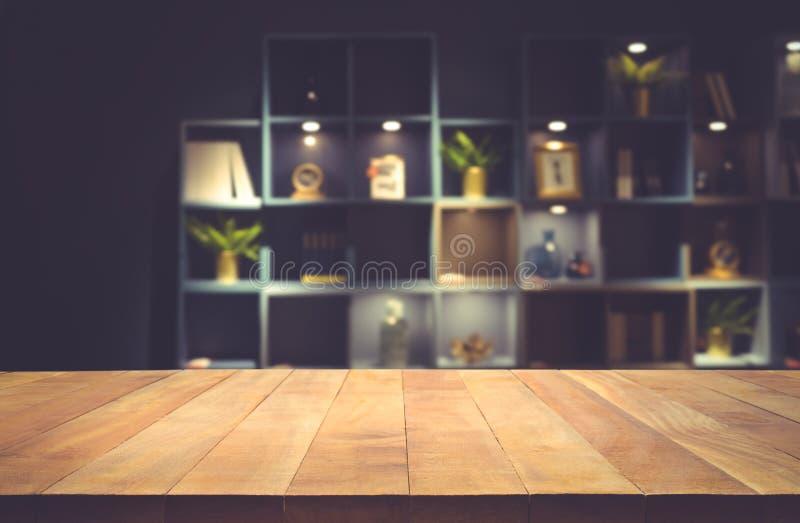 在暗室室内设计背景的真正的木台式纹理 库存图片