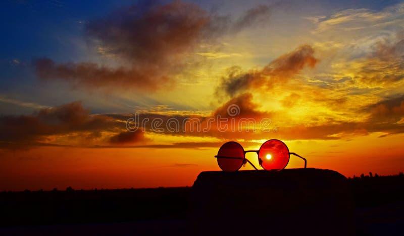 在暮色日落的太阳透镜 免版税库存图片