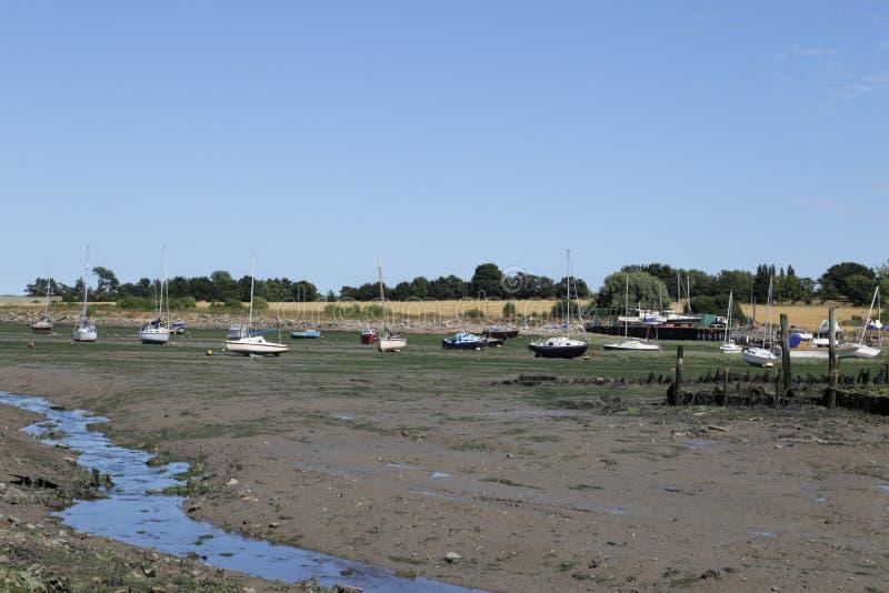在更低的Halstow的搁浅的小船 免版税库存图片