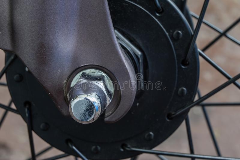 在更加大号的自行车辅助部件 游人和tr的自行车 图库摄影