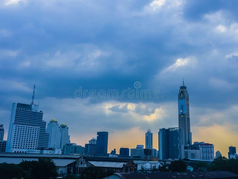在曼谷市的美丽的云彩 异乎寻常的地平线城市夏天 免版税图库摄影
