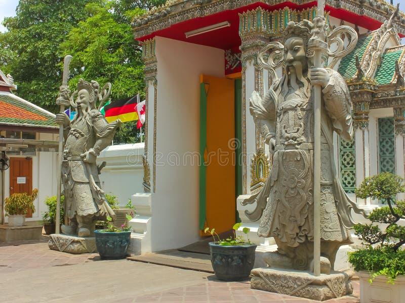 在曼谷玉佛寺的中国石监护人雕象,鲜绿色菩萨的寺庙,曼谷大皇宫 库存照片