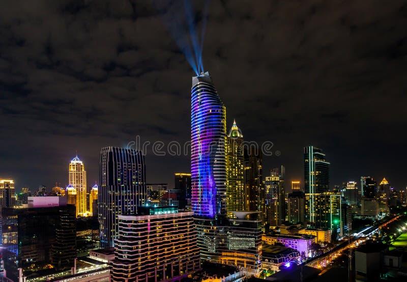 在曼谷都市风景的五颜六色的烟花新年庆祝  库存图片