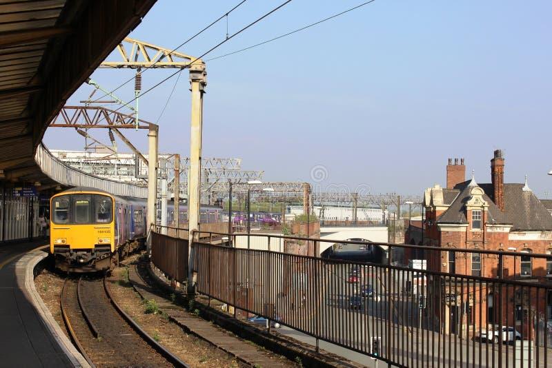 在曼彻斯特卡迪里火车站的Dmu火车 库存图片