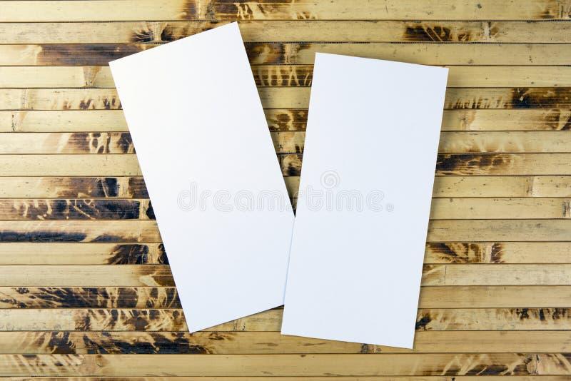 在替换您的设计的竹背景的空白的飞行物 免版税库存图片