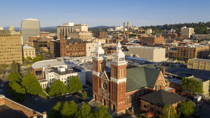在最前方的历史建筑在斯波肯华盛顿街市市区  免版税库存照片