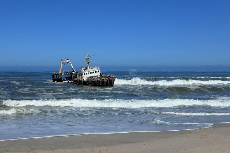 在最基本的海岸的被弄翻的海难在纳米比亚 免版税图库摄影