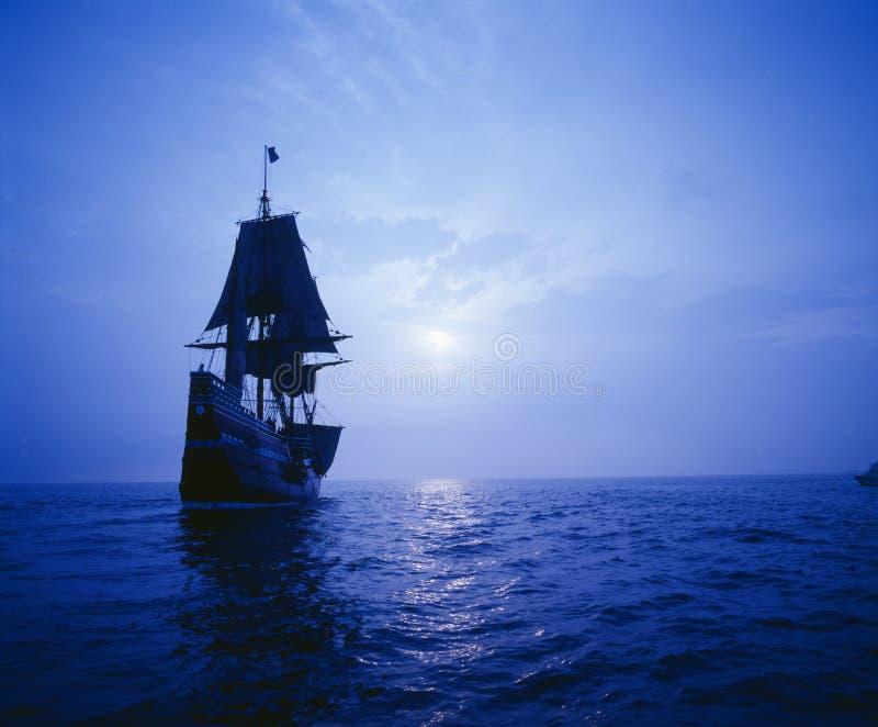 在月光的Mayflower II复制品, 库存图片